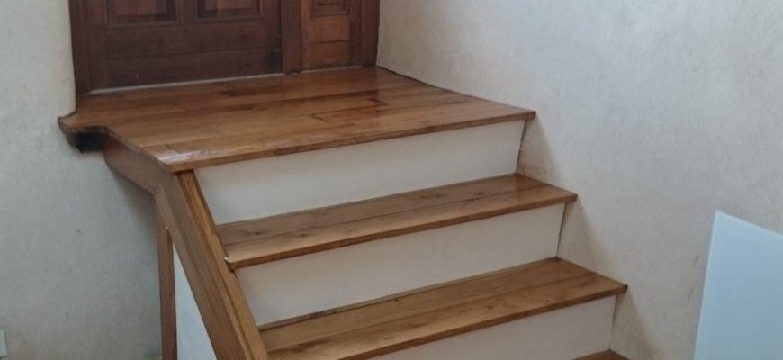 Imprégnation escalier avec huile de chanvre TECHNICHANVRE